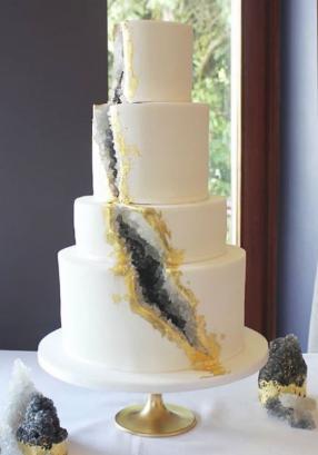Black geode wedding cake Robyn and Dean