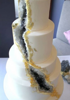 Black geode wedding cake Robyn and Dean